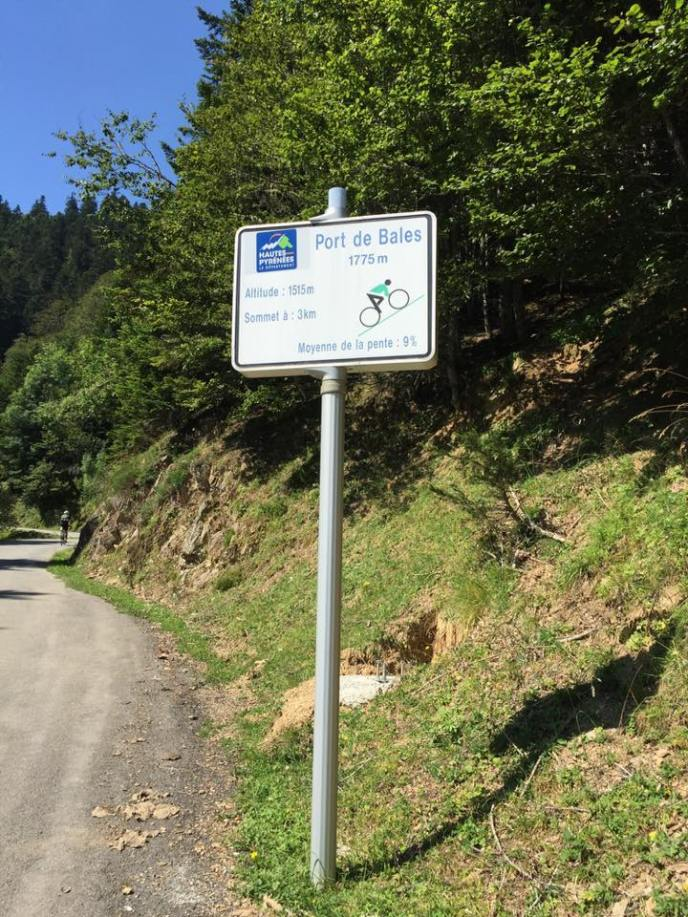 These signs tell you how far it is to the summit and what the gradient is. 9% means it's going to hurt.